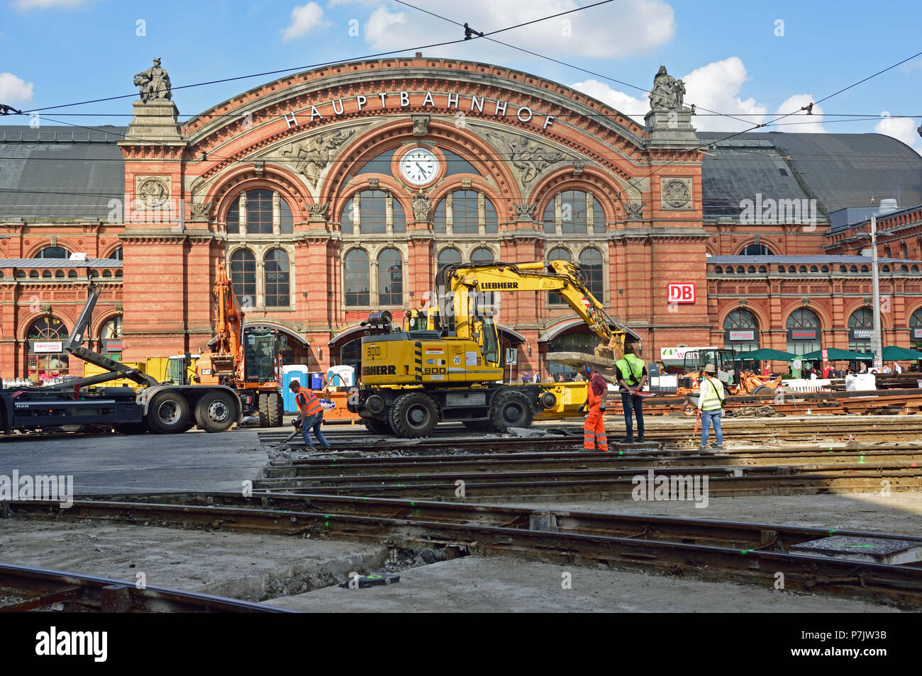 Germany, Bremen, engineering, traffic, streetcar, track construction, civil engineering, renewal of rails, junctions and switches in front of 'Hauptbahnhof' (main station), forecourt, - Stock Image