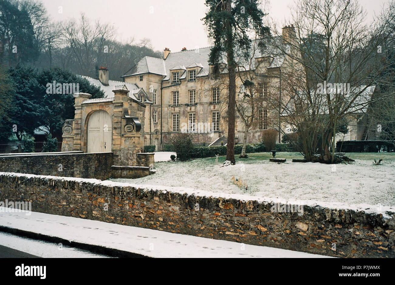 AJAXNETPHOTO. JANUARY, 2009.- LOUVECIENNES,FRANCE. SCENE SUBJECT OF A VIEW PAINTED BY JEANNE BAUDOT 1877 - 1957 - 'LE CHATEAU DU PONT EN HIVER, EFFET DE NEIGE, 1948.' THE BRIDGE HOUSE IN WINTER, EFFECT OF SNOW. PHOTO:JONATHAN EASTLAND/AJAX REF:TC2587 29 28A Stock Photo