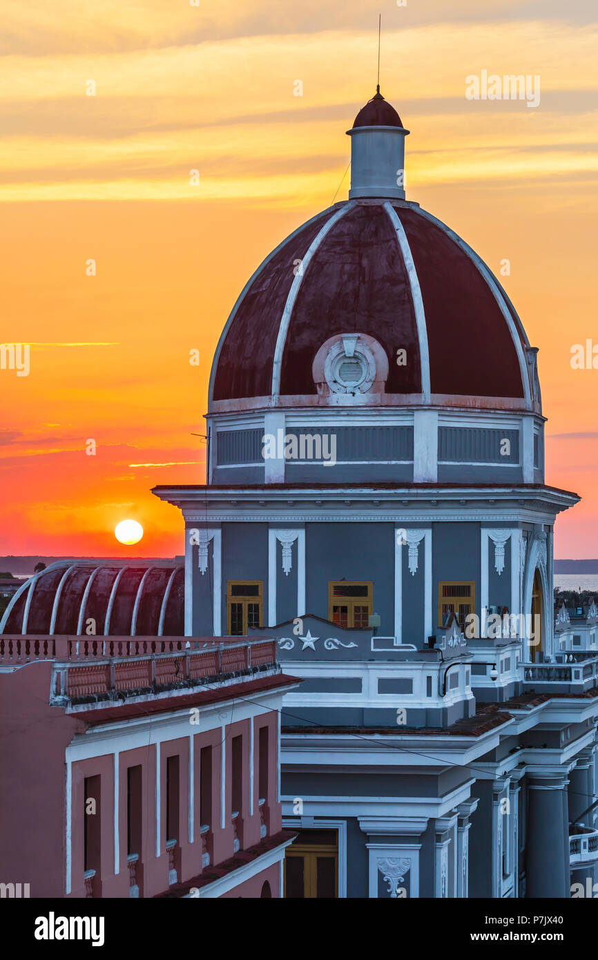 Antiguo Ayuntamiento, home of the provincial government building in Cienfuegos at sunset, Cuba. - Stock Image