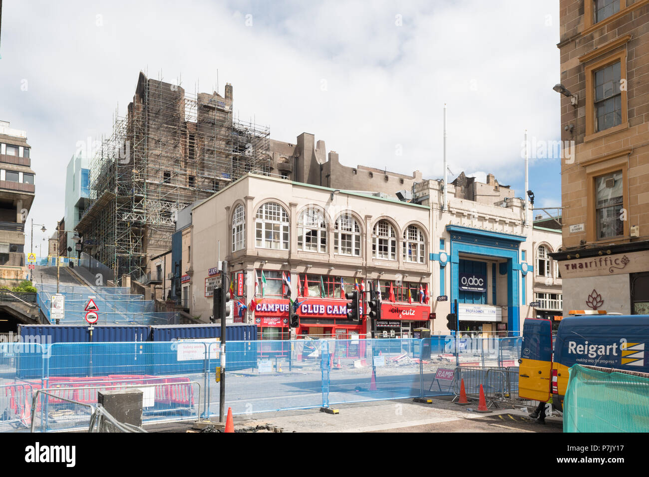 Glasgow School of Art after 2018 fire with fire safety cordon on Pitt Street - Stock Image