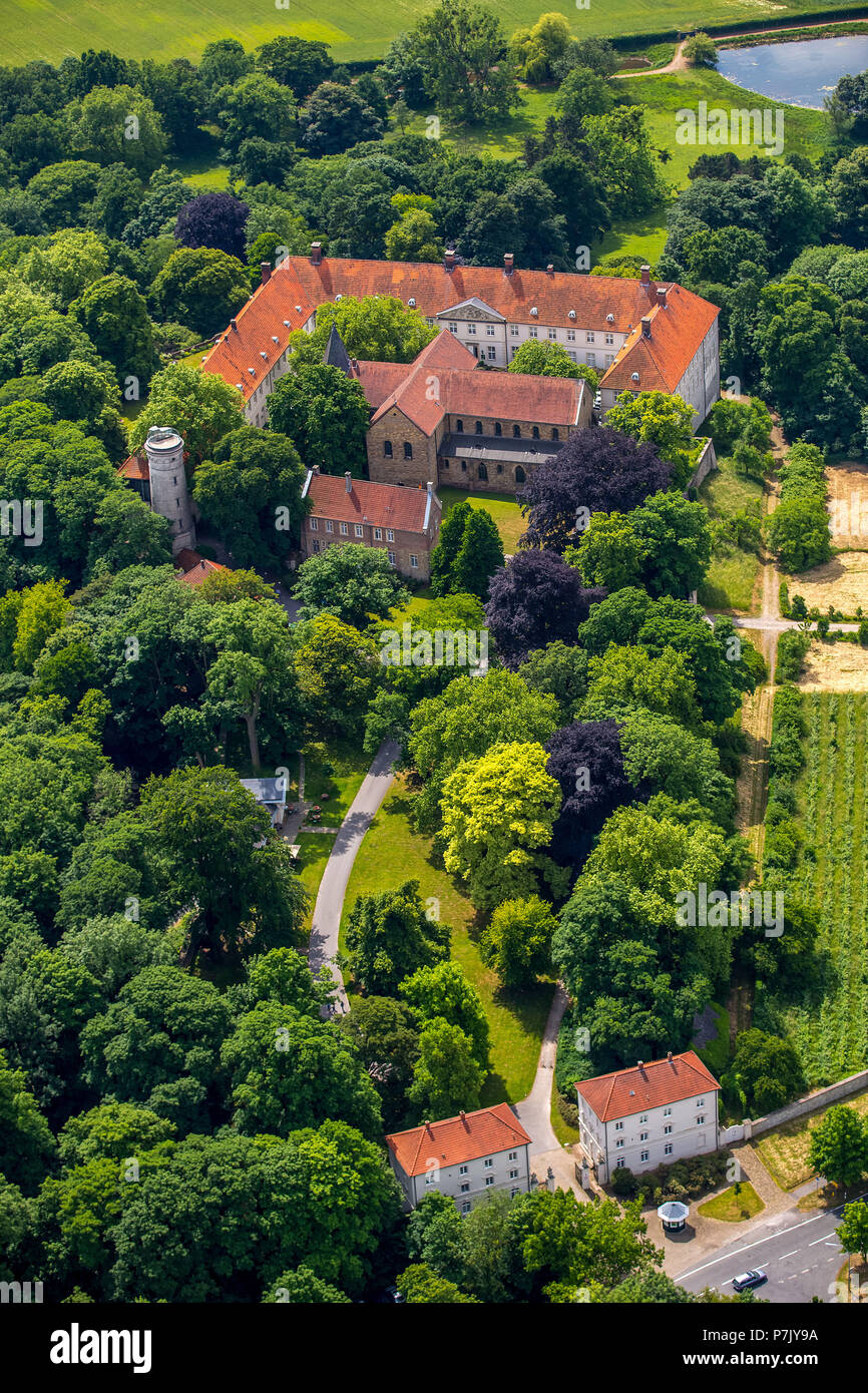 Cappenberg Castle in Selm-Cappenberg with collegiate church and Schlossberg, formerly abbey Cappenberg is a former Premonstratensian monastery in the district Cappenberg the city of Selm, Ruhrgebiet, North Rhine-Westphalia, Germany - Stock Image