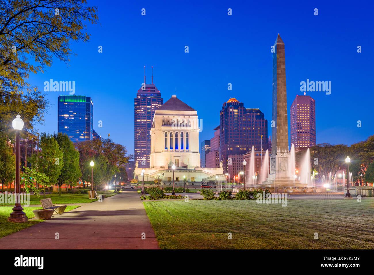 Indianapolis, Indiana, USA war memorials and skyline - Stock Image