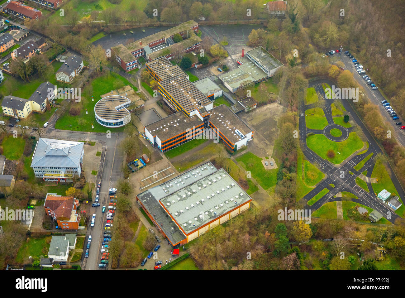 Aerial photos of the Käthe Kollwitz Comprehensive School in Lünen in the district of Gahmen. At this school, a 15-year-old student stabbed a 14-year-old classmate, Lünen, Ruhrgebiet, North Rhine-Westphalia, Germany - Stock Image
