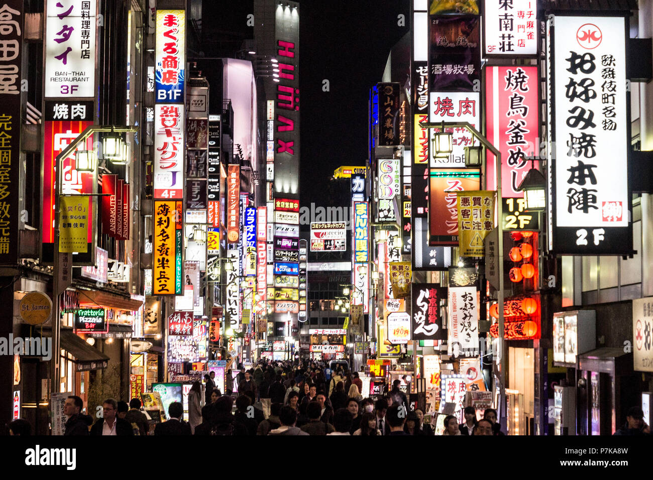 Tokyo's fancy streets at night - Stock Image