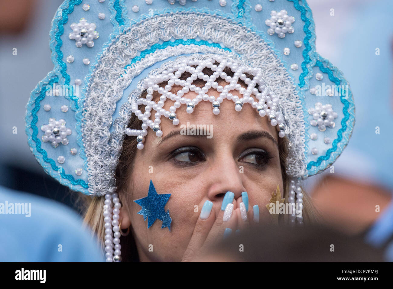 Nizhny Novgorod, Russia. 6th July 2018. A female Uruguayan fan is disappointed, showered, dumbfounded, disappointed, sad, frustrated, frustrated, late-busted, bust, fans, spectators, supporters, supporters, crying, crying, Uruguay (URU) - France (FRA) 0-2, quarterfinals, Game 57, on 06.07.2018 in Nizhny Novgorod; Football World Cup 2018 in Russia from 14.06. - 15.07.2018. | usage worldwide Credit: dpa picture alliance/Alamy Live News Stock Photo