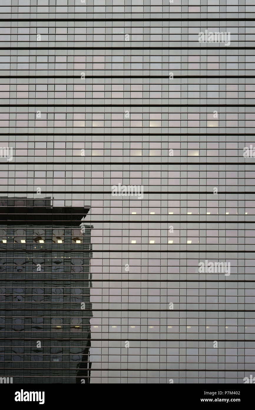 The mirrored glass facade of the modern skyscraper Kastor at the Friedrich-Ebert-Anlage in the Gallus district of Frankfurt am Main. Stock Photo
