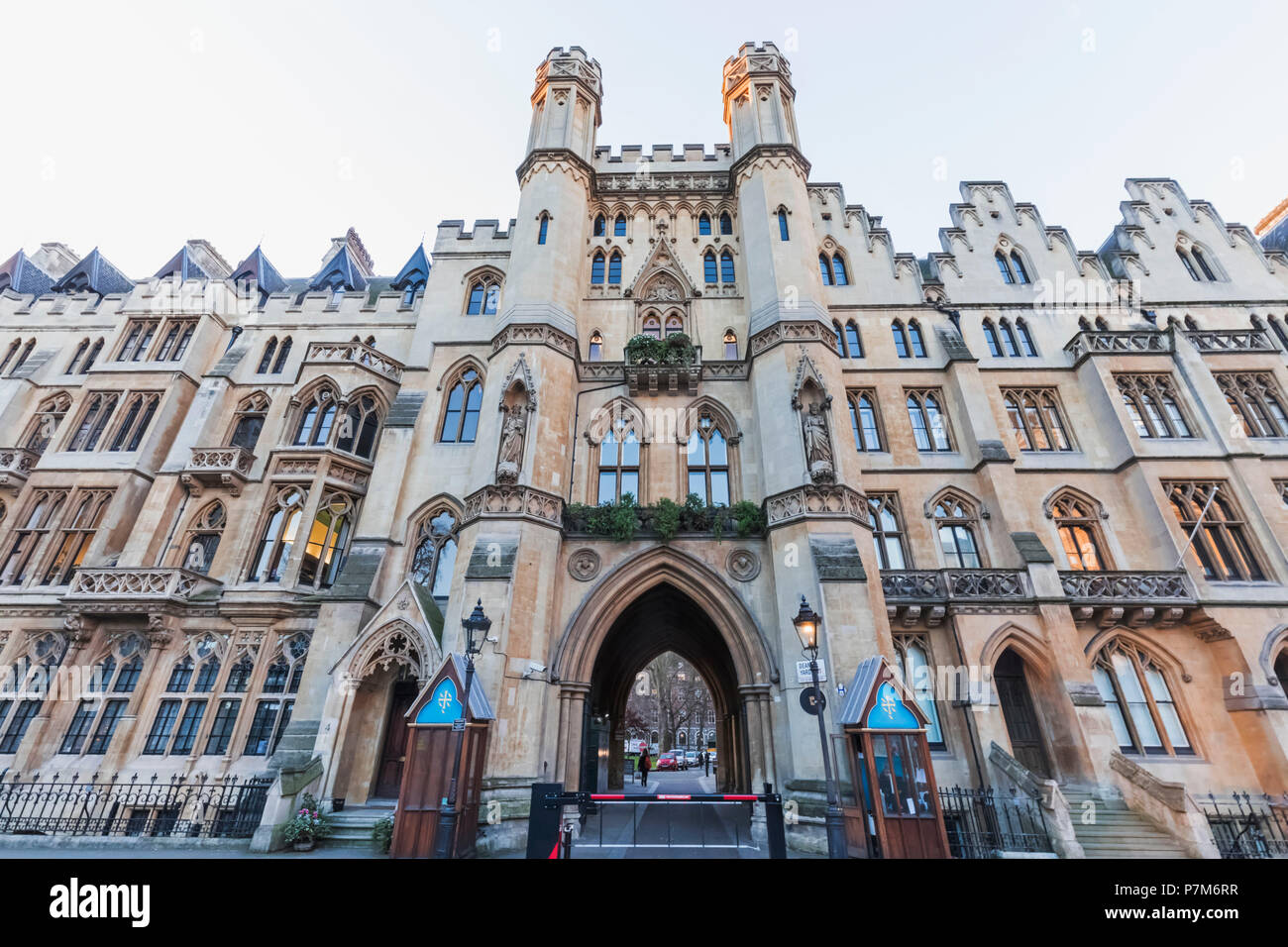 England, London, Westminter, Westminster Abbey, Entrance to the Dean's Yard - Stock Image