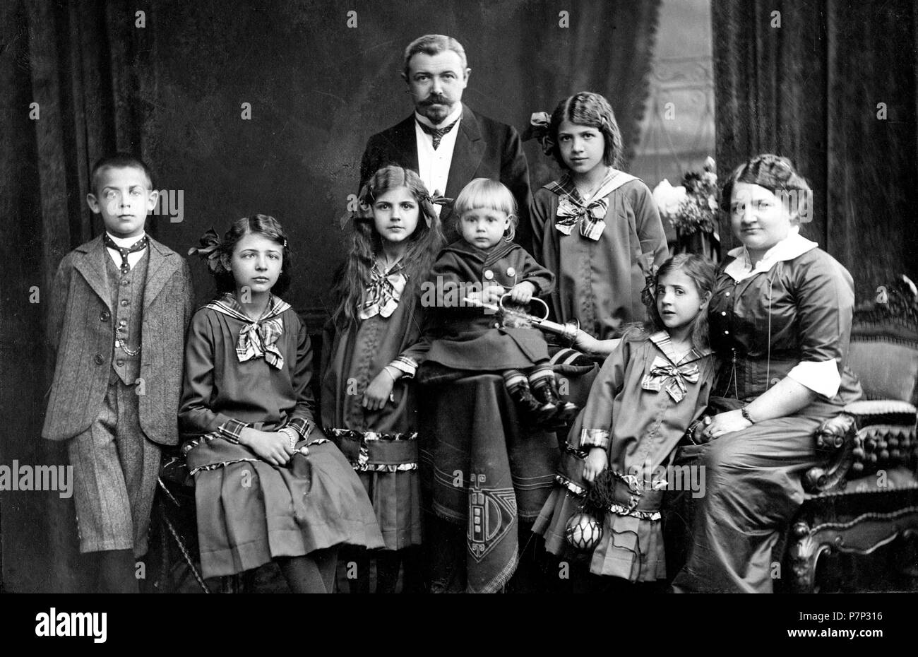 Family with many children ca. 1910, exact place unknown, Germany - Stock Image