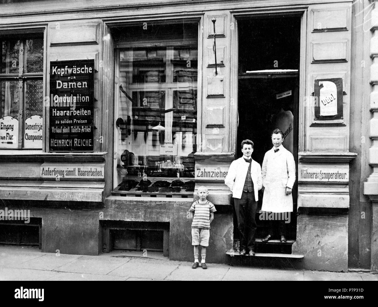 Hairdressing salon ca. 1915, exact place unknown, Germany - Stock Image