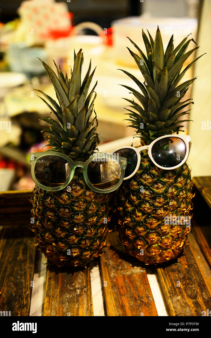 Pineapple with sunglasses, Yum Cha Restaurant, Hong Kong, China - Stock Image