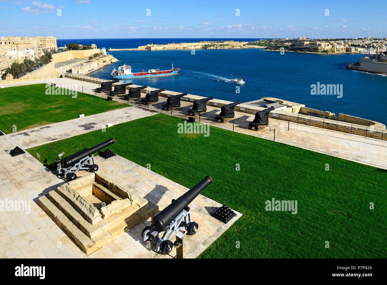 Cannons of Saluting Battery, Upper Barracca Garden, Valletta, Malta - Stock Image