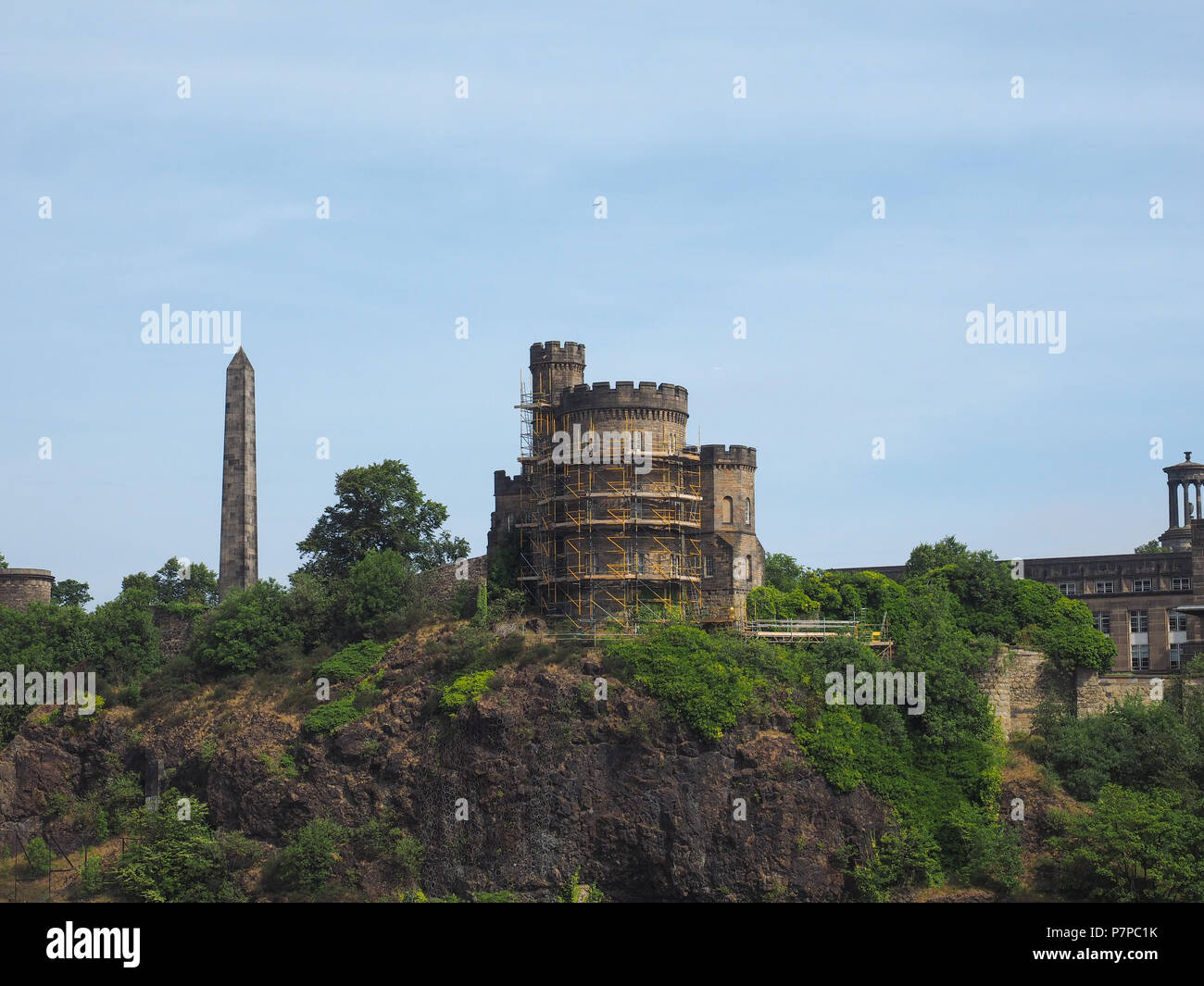 Governor House and Political Martyrs obelisk on Calton Hill in Edinburgh, UK Stock Photo