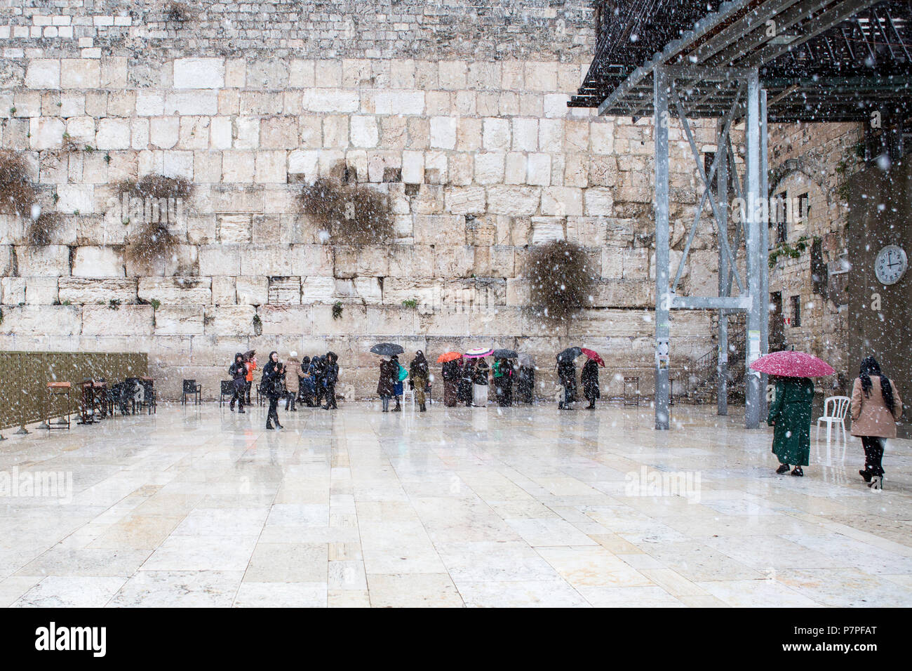 The Western Wall in Jerusalem, empty of people during snow - Stock Image