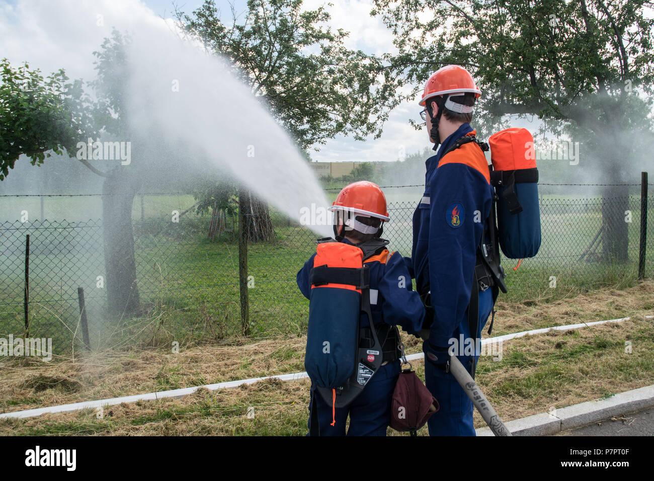 Schauübung der Jugendfeuerwehr der Freiwilligen Feuerwehr Stuttgart-Stammheim am Tag der offenen Tür, Deutschland - Stock Image