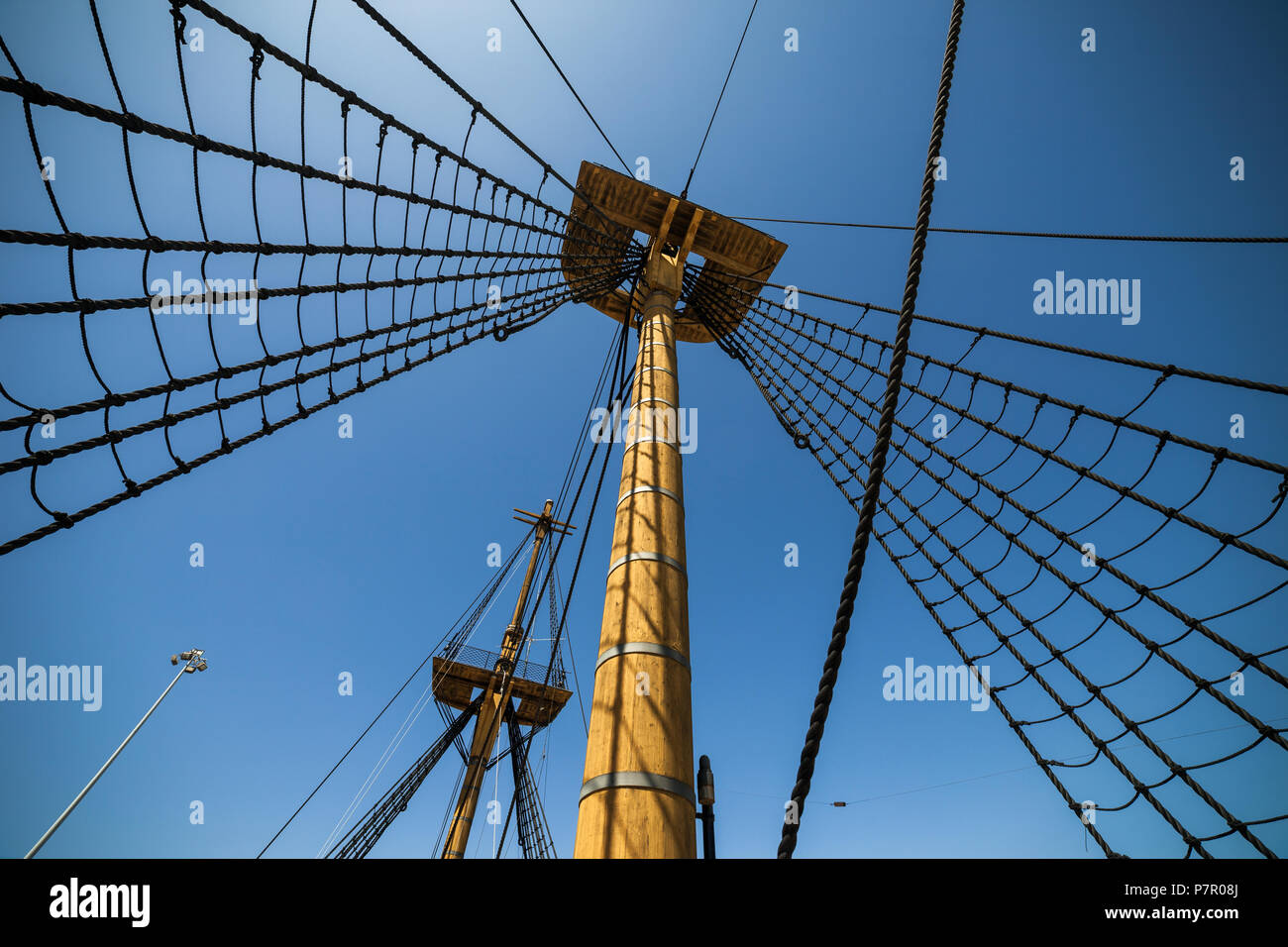 Rigging Shrouds Stock Photos & Rigging Shrouds Stock Images - Alamy