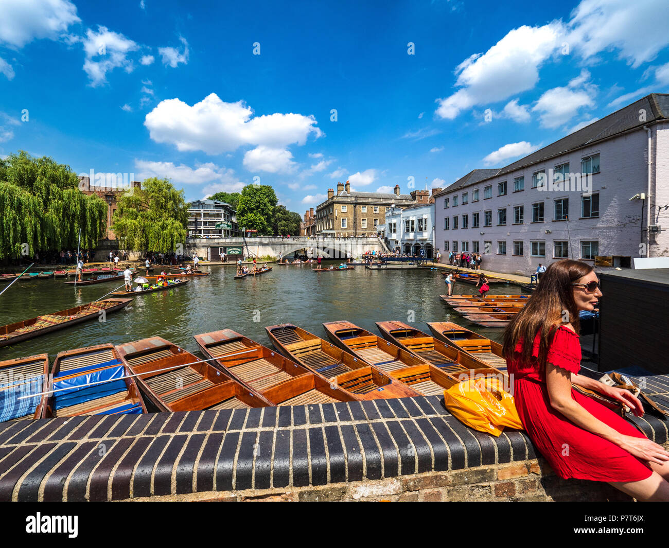 Cambridge Tourism - Punts waiting for hire on a warm summer day - Stock Image