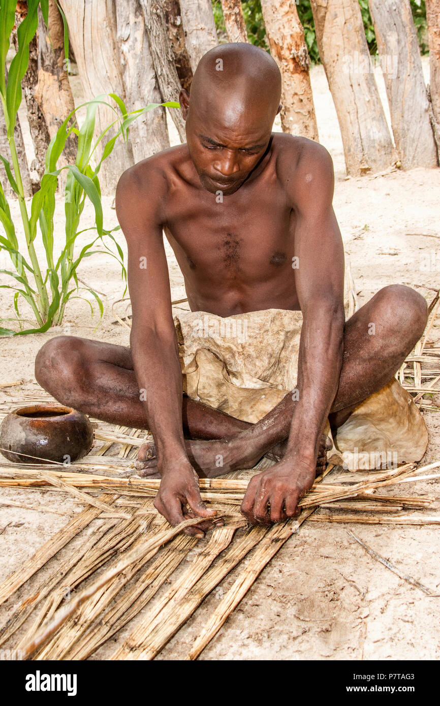 The living museum of the Mbunza on the Kavango river near Rundu have recreated a sustainable, authentic, pre-colonial village.  Mat weaving - Stock Image