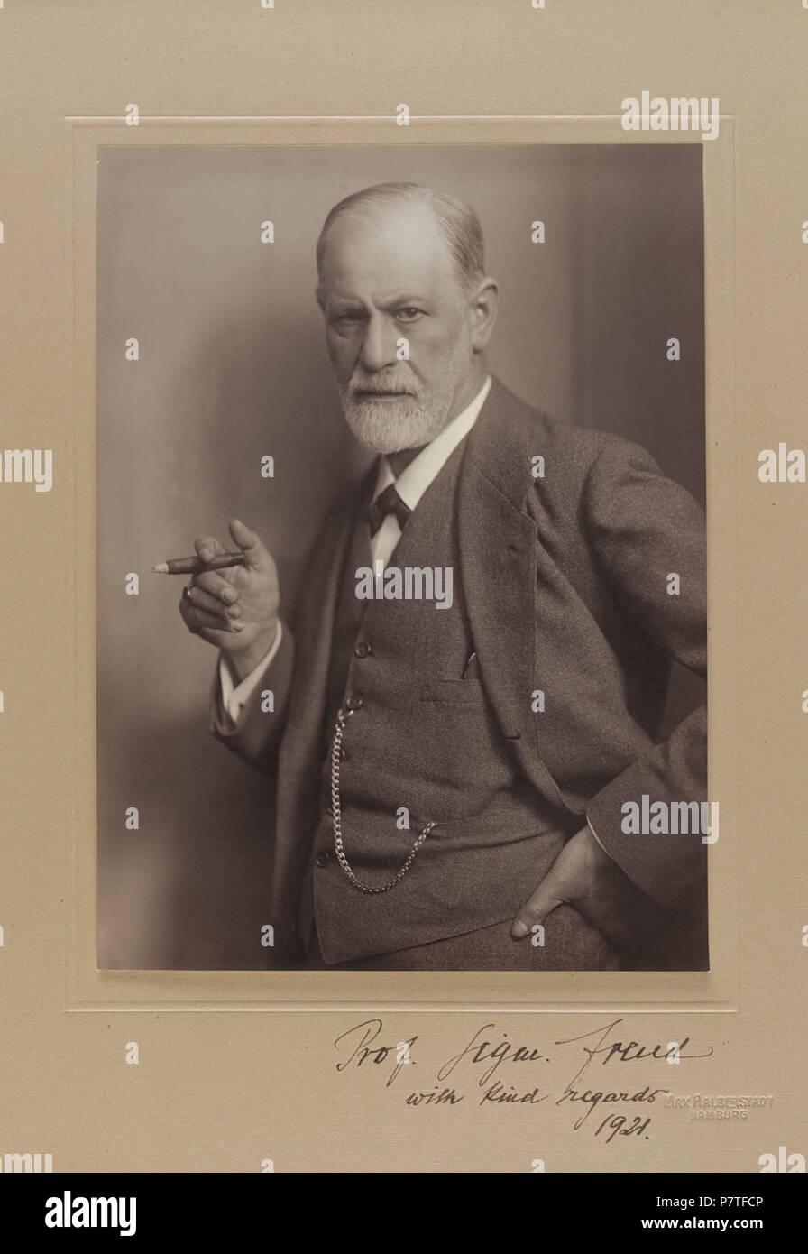 English: Photographic portrait of Sigmund Freud, signed by the sitter ('Prof. Sigmund Freud') . circa 1921 346 Sigmund Freud, by Max Halberstadt - Stock Image
