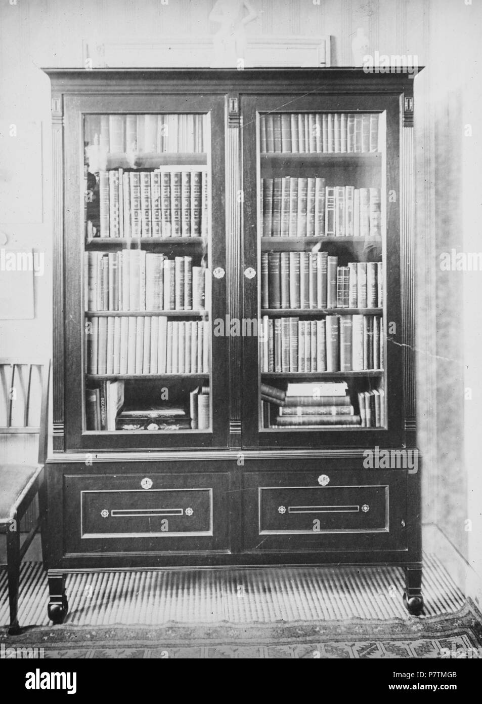 nederlands beschrijving een boekenkast naar ontwerp van kpc de bazel documenttype foto vervaardiger bazel karel pieter cornelis de 1869 1923