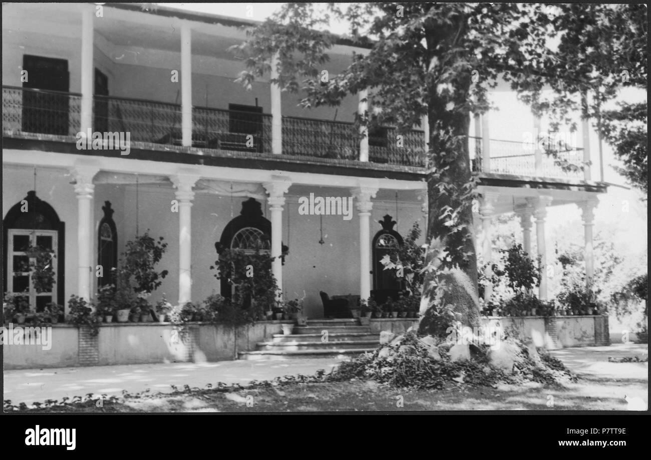 Iran, Meshed (Mashhad): Britisches Konsulat; Zweistöckiges Haus mit Säulen. from 1939 until 1940 73 CH-NB - Iran, Meshed (Mashhad)- Britisches Konsulat - Annemarie Schwarzenbach - SLA-Schwarzenbach-A-5-19-112 - Stock Image