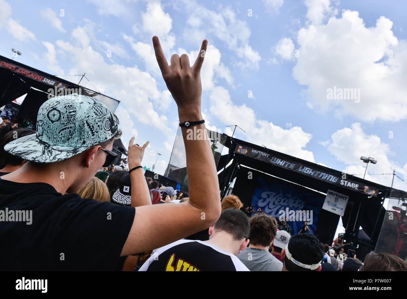 San Antonio, USA. 7th July 2018. Fans cheers bands during the Vans Warped Tour June 7, 2018 in San Antonio, Texas. Credit: Robin Jerstad/Alamy Live News - Stock Image
