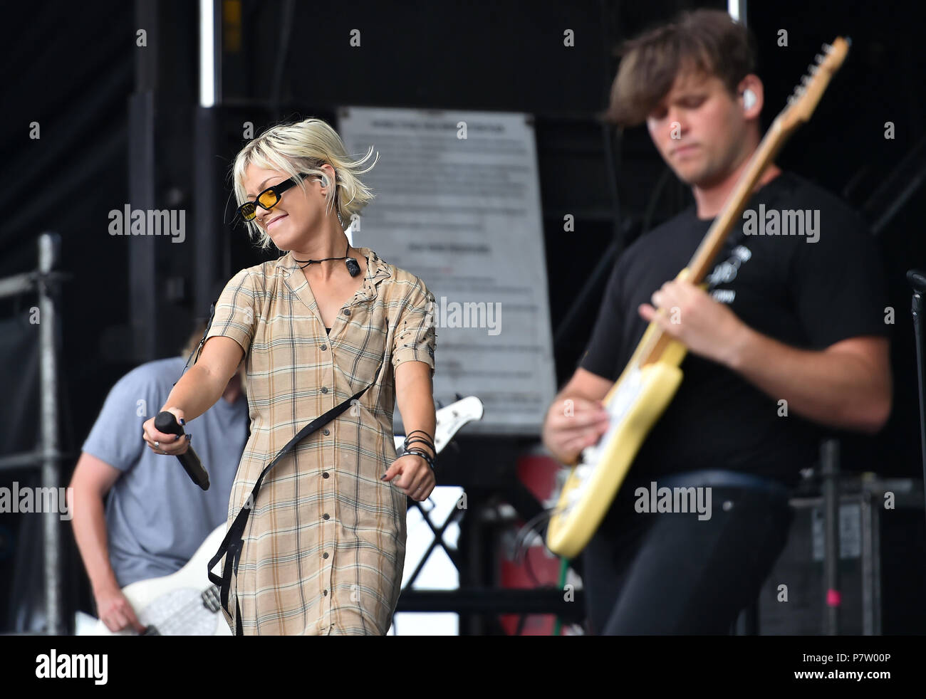 San Antonio, USA. 7th July 2018. JENNA MCDOUGALL of Tonight Alive sings during the Vans Warped Tour June 7, 2018 in San Antonio, Texas. Credit: Robin Jerstad/Alamy Live News - Stock Image