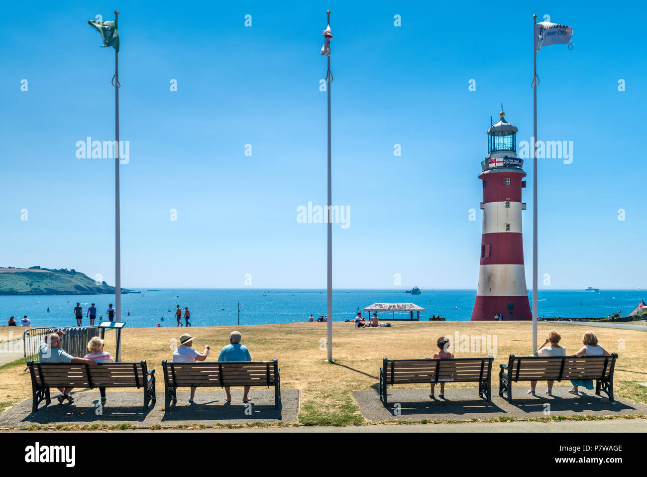 Plymouth, UK. 9th July 2018. UK Weather - The heatwave continues in the South West of England with no sign of it breaking as people soak up the sunshine on Plymouth Hoe. Credit: Terry Mathews/Alamy Live News - Stock Image