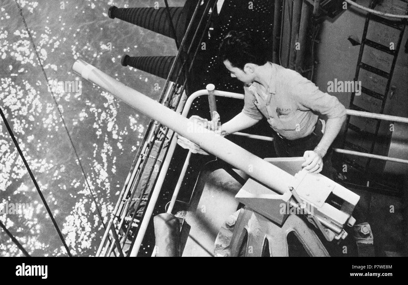 40 mm saluting gun aboard USS Franklin D. Roosevelt (CVA-42) 1971. - Stock Image