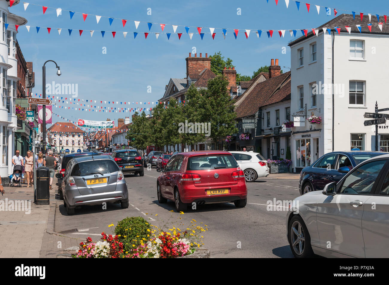 Marlow High Street, busy with traffic on a sunny Saturday. Marlow, Buckinghamshire, England, UK Stock Photo