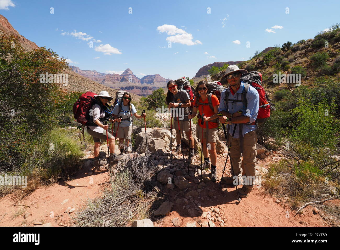 Family stopping for a rest on the Grandview Trail in Grand Canyon National Park, Arizona. - Stock Image