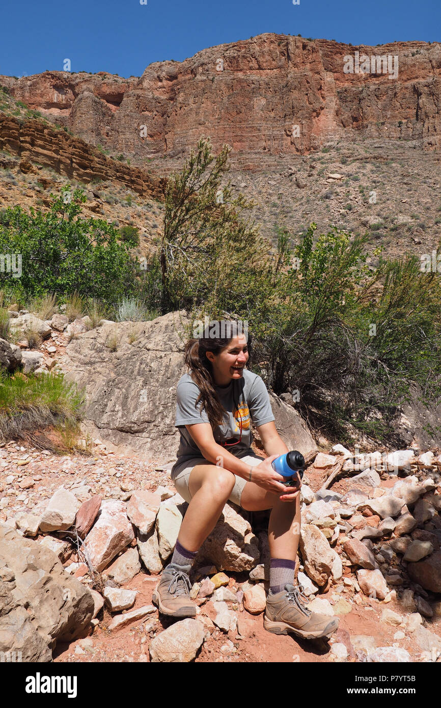 Female backpacker taking a rest on the Grandview Trail in Grand Canyon National Park, Arizona, United States. - Stock Image