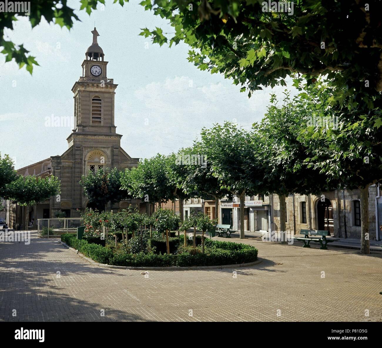 Plaza Mayor Con La Iglesia Al Fondo Location Exterior Melgar De