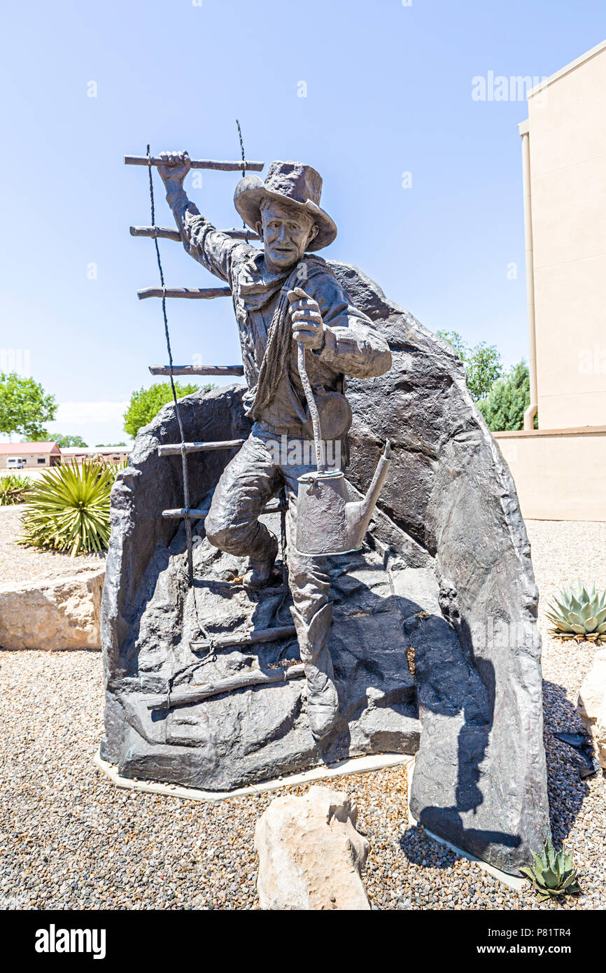 Jim (James Larkin) White sculpture, discoverer of Carlsbad Caverns, National Cave and Karst Research Institute, Carlsbad, New Mexico, USA - Stock Image