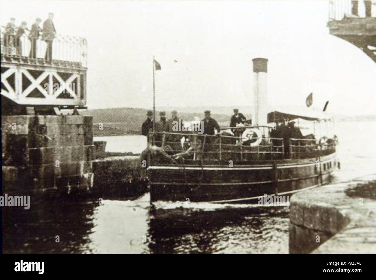 English: Steamer belonging to Bernard Forbes, 8th Earl of Granard, passing through Lanesborough Bridge on the River Shannon, Ireland in 1900 . 1900 240 Steamer belonging to Bernard Forbes, 8th Earl of Granard, passing through Lanesborough Bridge in 1900 - Stock Image