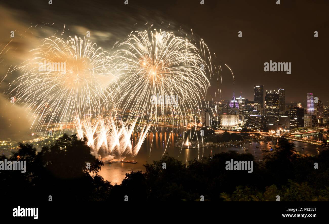 Pennsylvania Fireworks Stock Photos & Pennsylvania Fireworks Stock ...