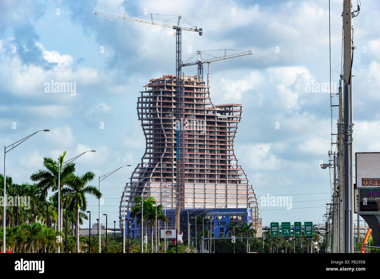 New hotel under construction at Seminole Hard Rock Casino, all floors in place. The largest guitar shaped building in the world - Hollywood, Florida - Stock Image
