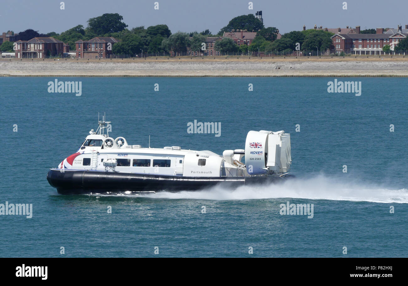 SOLENT HOVERCRAFT 'Island Flyer' GH-2161 leaving Portsmouth for the Isle of Wight. Photo: Tony Gale - Stock Image