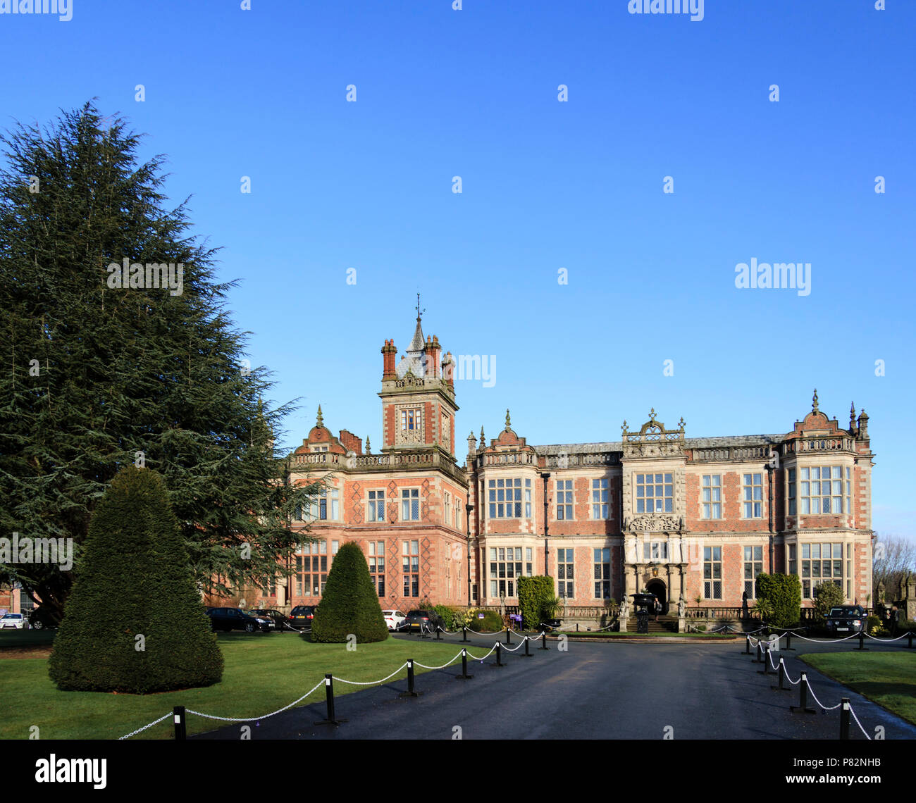 Crewe Hall, near Crewe, Cheshire, UK, a restored Jacobean mansion now a hotel and conference centre. Popular wedding venue. - Stock Image