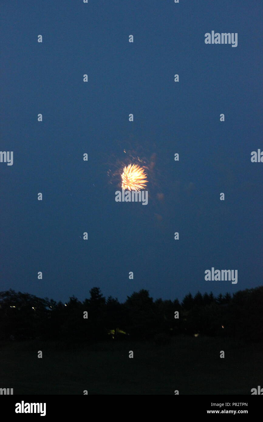 Fireworks display on the fourth of July in Glenview, Illinois. - Stock Image