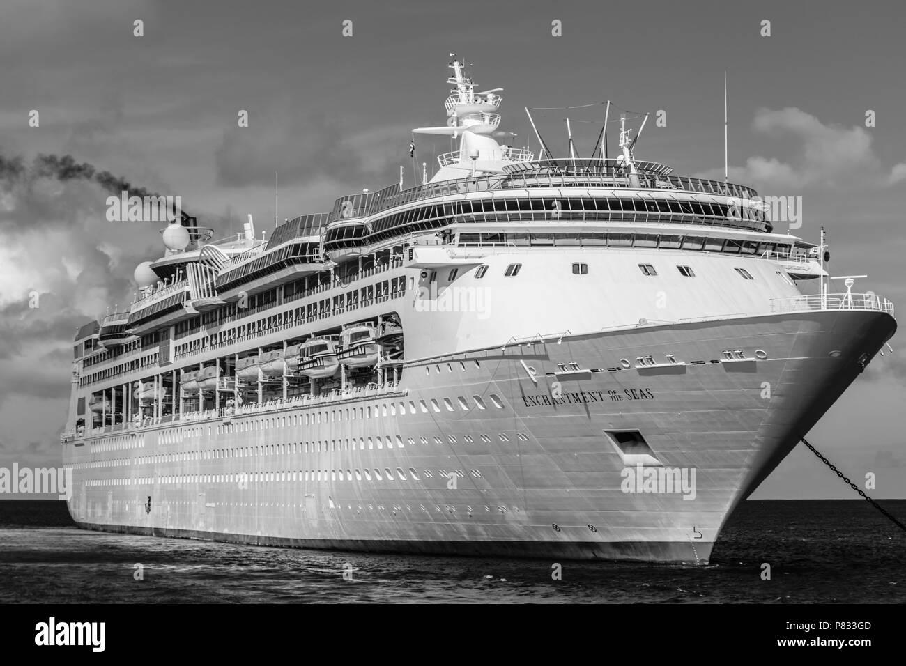 CoCo Cay, Bahamas - December 01 2015: Royal Caribbean Enchantment of the Seas cruise ship. - Stock Image