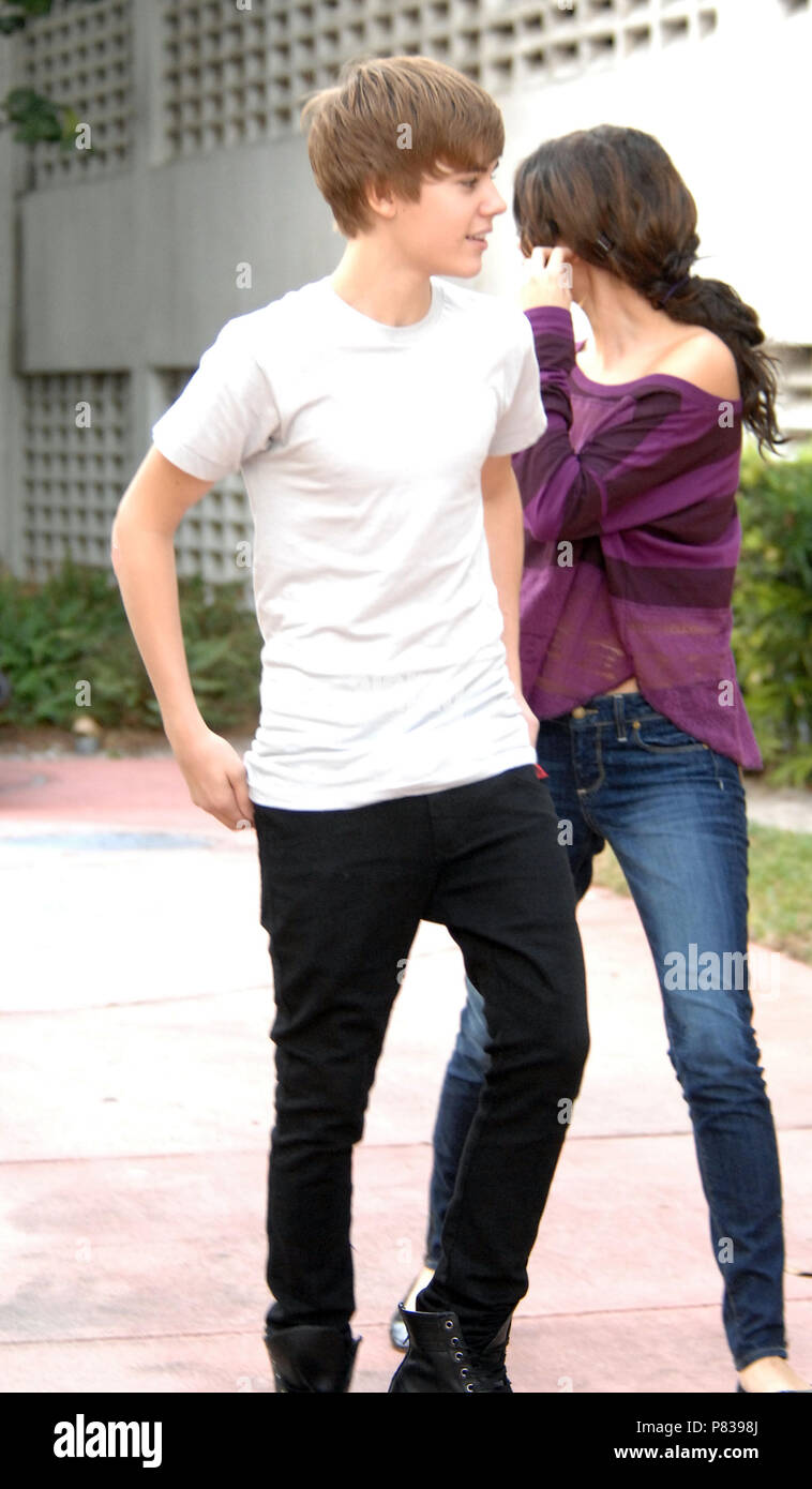 Miami Beach Fl December 18 Just Jared Justin Bieber And Selena