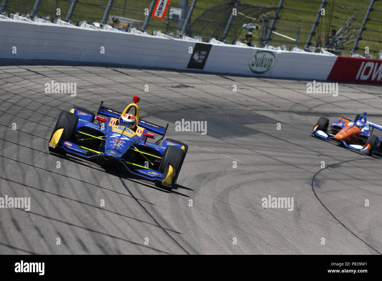 Newton, Iowa, USA. 8th July, 2018. ALEXANDER ROSSI (27) of the United States battles for position during the Iowa Corn 300 at Iowa Speedway in Newton, Iowa. Credit: Justin R. Noe Asp Inc/ASP/ZUMA Wire/Alamy Live News - Stock Image