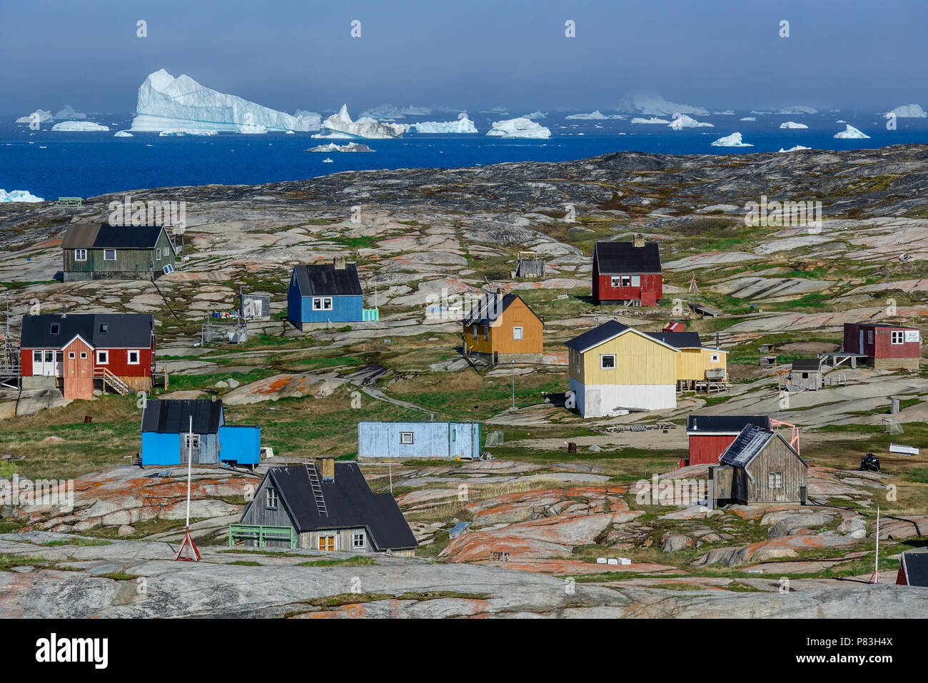 23.06.2018, Gronland, Denmark: Colorful houses about 30 kilometers north of the coastal town of Ilulissat in western Greenland. Photo: Patrick Pleul/dpa-Zentralbild/ZB | usage worldwide - Stock Image