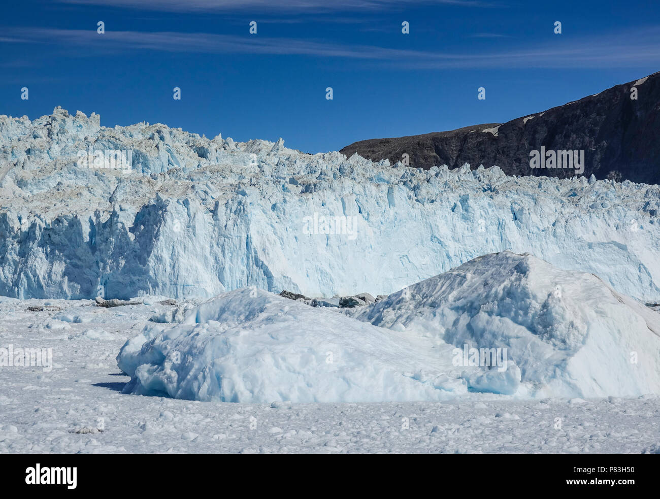 26.06.2018, Gronland, Denmark: View of the approximately 200-meter-high demolition edge of the Eqi Glacier near the coastal town of Ilulissat in western Greenland. Photo: Patrick Pleul/dpa-Zentralbild/ZB | usage worldwide - Stock Image