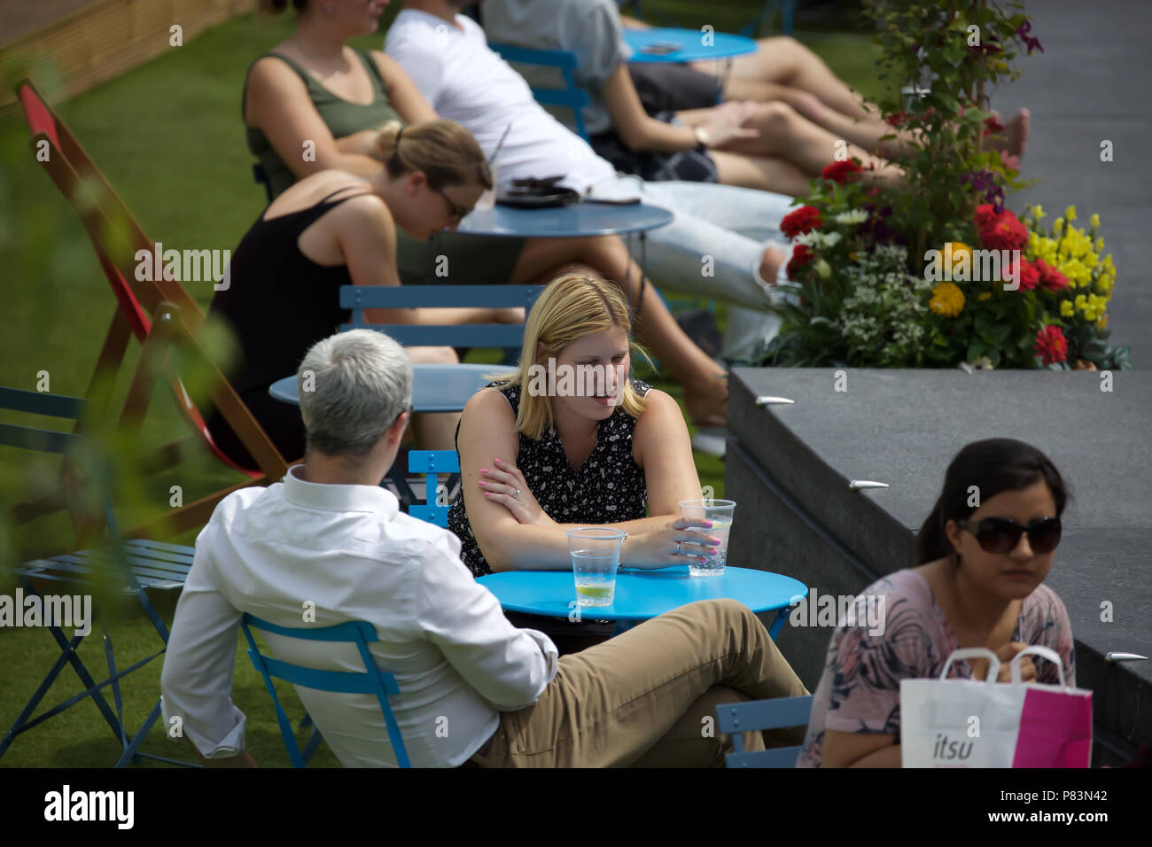 London,UK,9th July 2018,Hot weather continues in London as visitors and tourists enjoy the sunshine, the weather forecast is to remain hot and sunny for the foreseeable future, so far this is the hottest summer since 1976. Credit Keith Larby/Alamy Live News - Stock Image