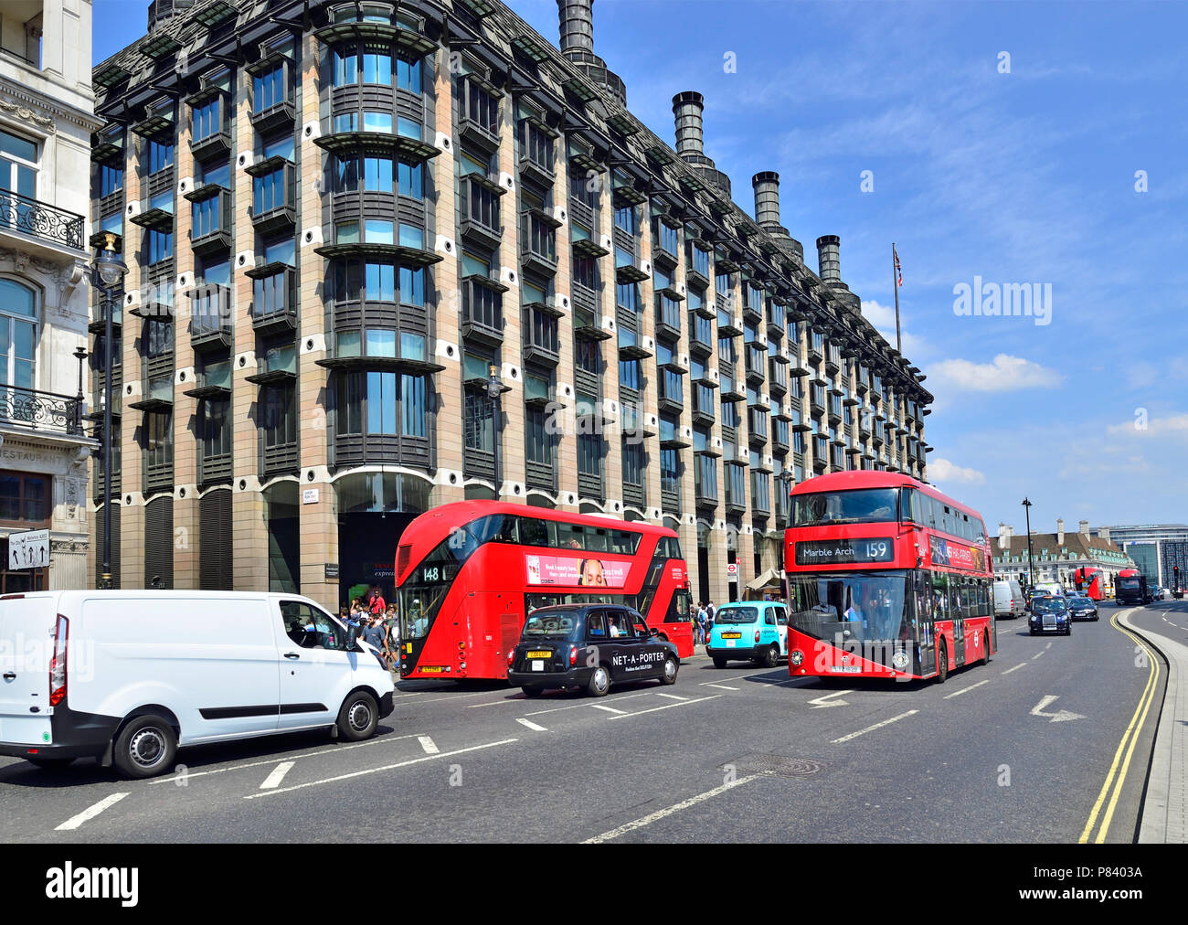 Portcullis House (Parliamentry offices) and double decker buses in Parliament Square, Westminster, London, England, UK. - Stock Image