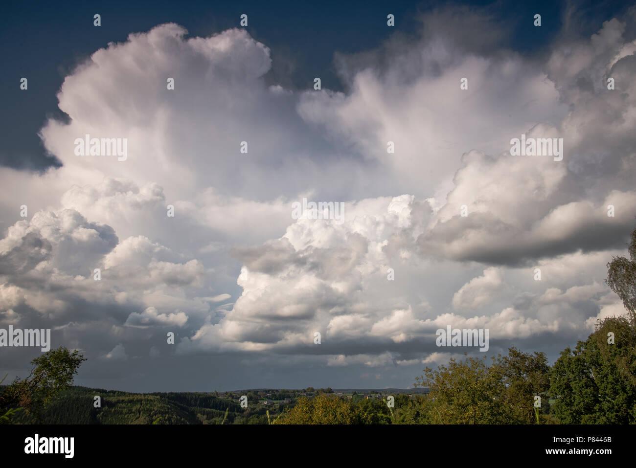 Cumulonimbus bewolking Ardennen, Cumulonimbus clouds Ardennes - Stock Image
