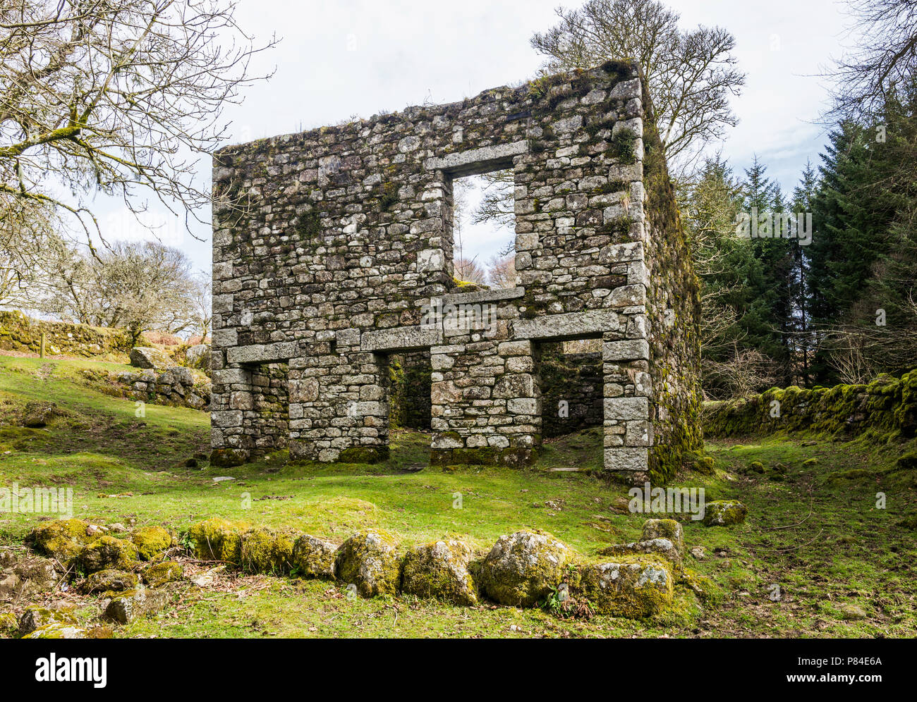 The ruins of Middleworth Farm, abandoned when Burrator Reservoir was built in 1898. - Stock Image