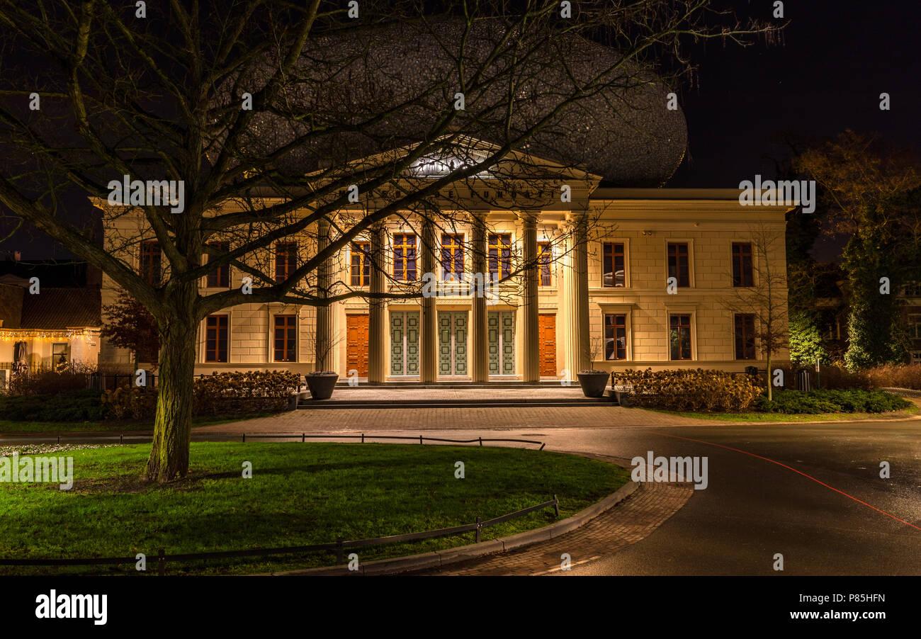 Zwolle bij avond licht, Cityscape Zwolle by night - Stock Image
