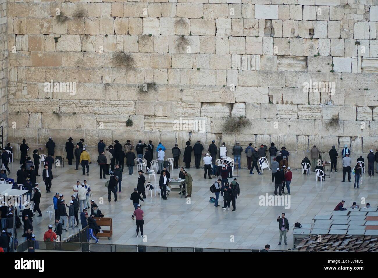 Jerusalem, praying at the wailing wall - Stock Image